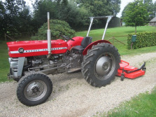 Massey Ferguson 135 tractor met bloter, bak en palletvork