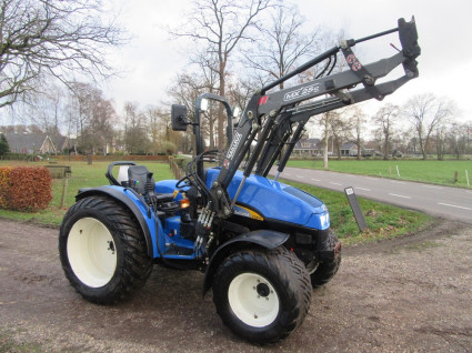 NEW HOLLAND tractor (type TCE55, 55 pk, MAILLEUX voorlader)