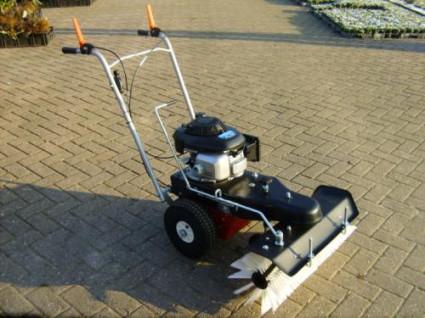 Nieuwe LIMPAR 72 veegmachine met HONDA motor