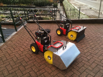 Nieuwe RELAX veegmachines met sneeuwschuif en opvangbak